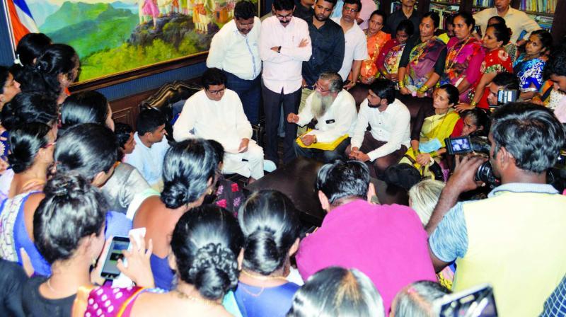 Fisherfolk visit MNS chief Raj Thackeray over the issue on Thursday. (Photo: RAJESH JADHAV)