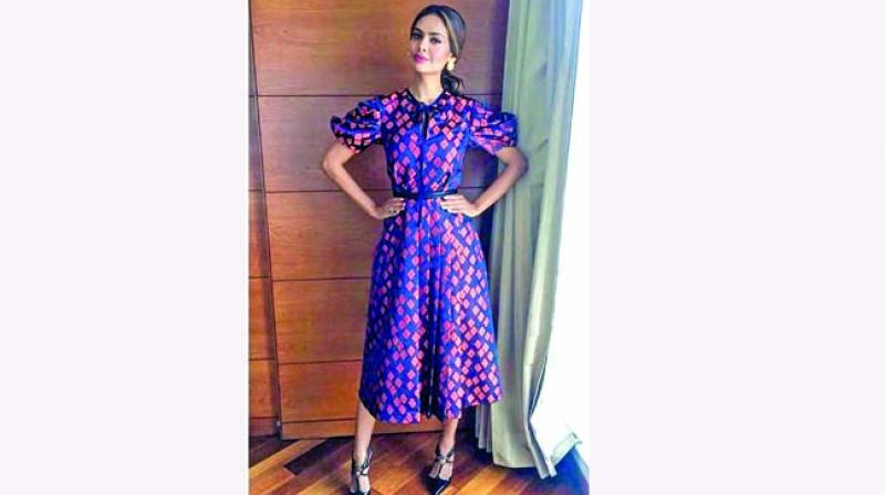 Esha Gupta nails the casual-chic look with this puffed sleeve number.