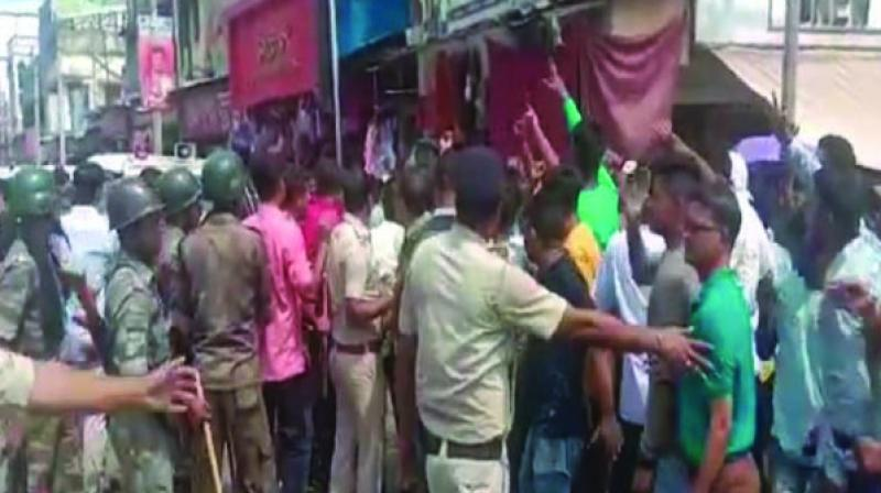 A scuffle broke out between the police and BJP supporters for raising the 'Jai ShrI Ram' chants, outside the residence of a Trinamul Congress leader in Kanchrapara on Saturday. (Photo: ANI)
