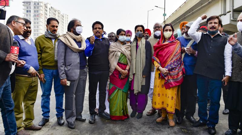 Shiromani Akali Dal leader Harsimrat Kaur Badal, NCP leader Supriya Sule, DMK leader Kanimozhi Karunanidhi and other opposition leaders during their visit to Ghazipur border, in solidarity with farmers' agitation against Centre's farm reform laws, in New Delhi, Thursday, February. 4., 2021. Fifteen MPs from 10 opposition parties were stopped by police from reaching Ghazipur border to meet protesting farmers. (PTI/Vijay Verma)