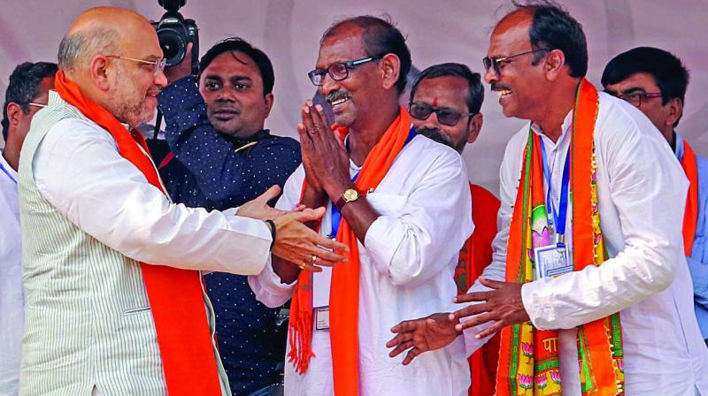 BJP president Amit Shah meet party candidates D.K. Mondal (Birbhum) and Ramprasad Das (Bolpur) during a rally in Ganpur, Birbhum district of West Bengal, on Monday. (Photo: PTI)