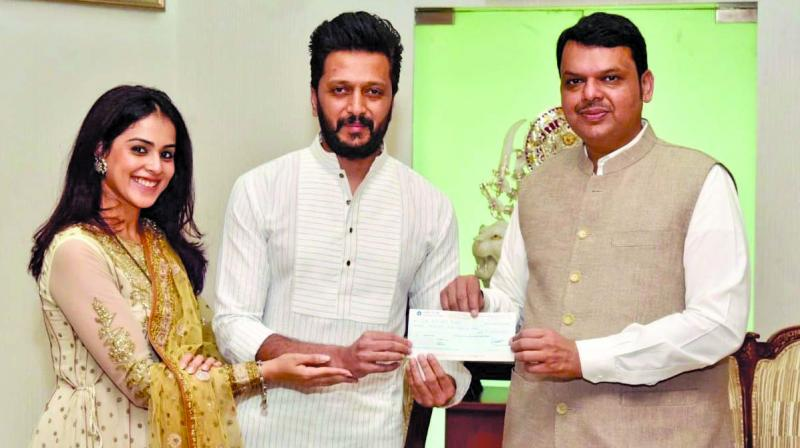 Riteish Deshmukh and Genelia with the CM.
