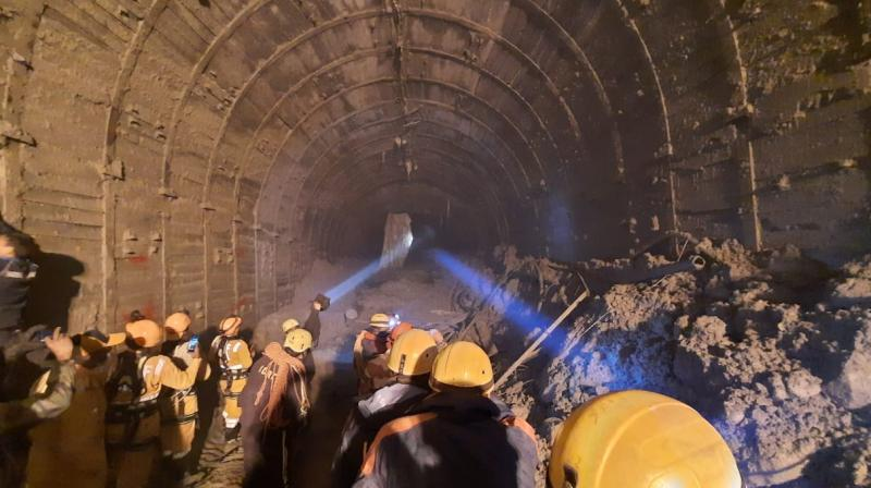 Resue teams inside the Tapovan tunnel (Twitter@ITBP_official)