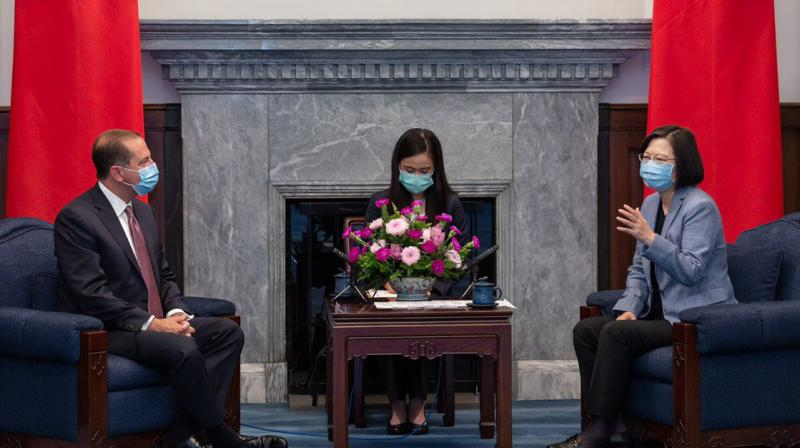 U.S. Health and Human Services Secretary Alex Azar, left, and Taiwan's President Tsai Ing-wen (right) speaks during a meeting in Taipei. (via @iingwen)
