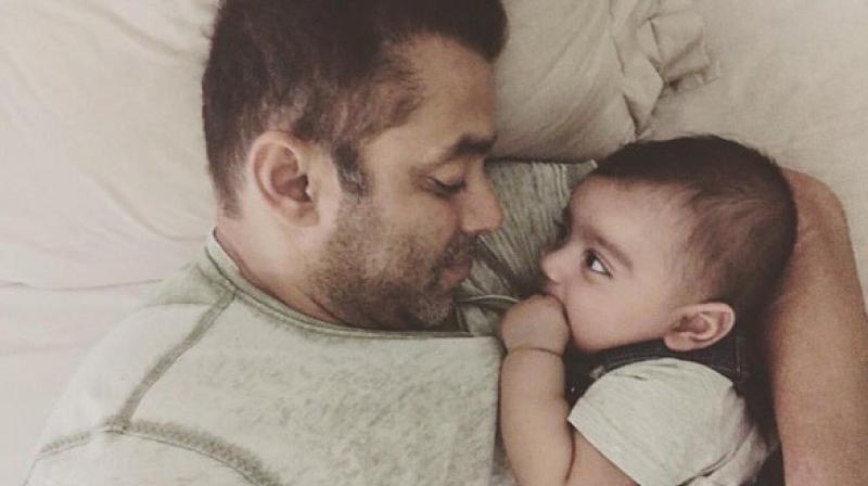 Salman Khan chills with Ahil.
