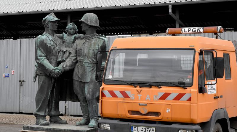 A monument dedicated to Soviet Red Army soldiers stands next to a truck on the grounds of a warehouse in the Polish town of Legnica, where the monument is being mothballed, on March 24, 2018. (Photo: AFP)