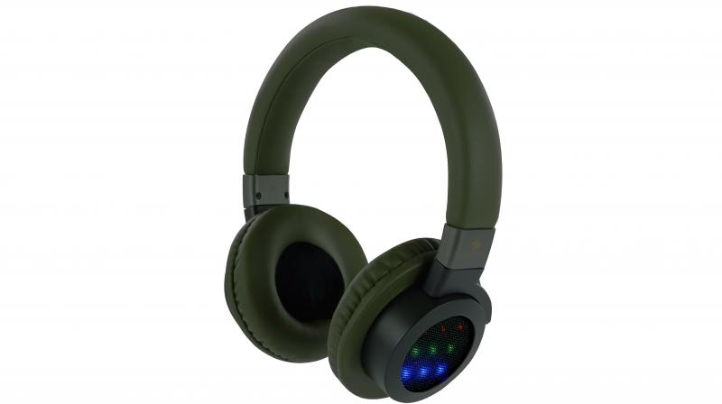 It is a wireless BT V4.1 headphone which needs to be paired with ZEB-NEPTUNE within 10 meters of range.