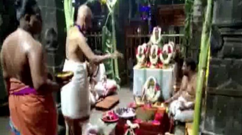 The havan was organised in the premises of Mrityunjaya temple in Chowdepalle, Andhra Pradesh, where a large number of devotees took part to offer special prayers. (Photo: ANI)