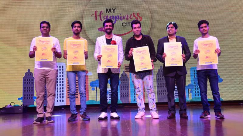 These eminent dignitaries included, (from left to right) Director of ALLEN Career Institute, Mr. Brajesh Maheshwari, Director of ALLEN Entrepreneurs, Aradhya Maheshwari, Director of ALLEN Entrepreneurs, popular bollywood actor and stand-up comedian Sunil Grover, Varun Sharma, 'Fukrey' fame actor and comedian, Sandeep Lokhande, TV Host RJ, Mimicry artist, Kartikey Gupta, JEE (Advanced) Topper 2019.