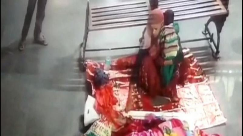 Rani asserted that a young man and a woman approached her and started interacting with her. Later, the accused persons took Rani into confidence and provided her with a blanket and medicines for her child. (Photo: ANI)