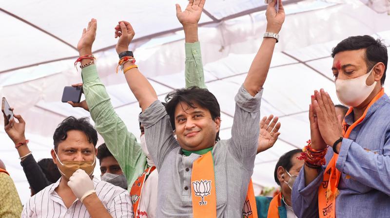 BJP leader Jyotiraditya Scindia (2R). (PTI)