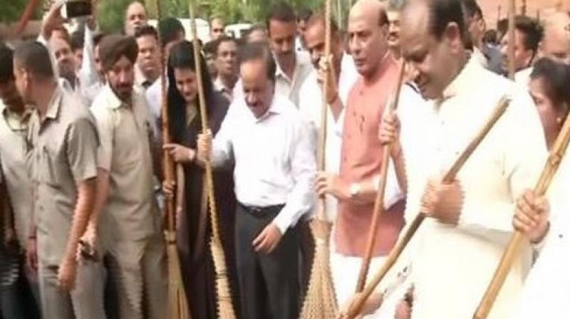 Recalling that the Swachhata Abhiyan was launched earlier by Prime Minister Narendra Modi to coincide with the 150th birth anniversary of Gandhiji. (Photo: ANI)