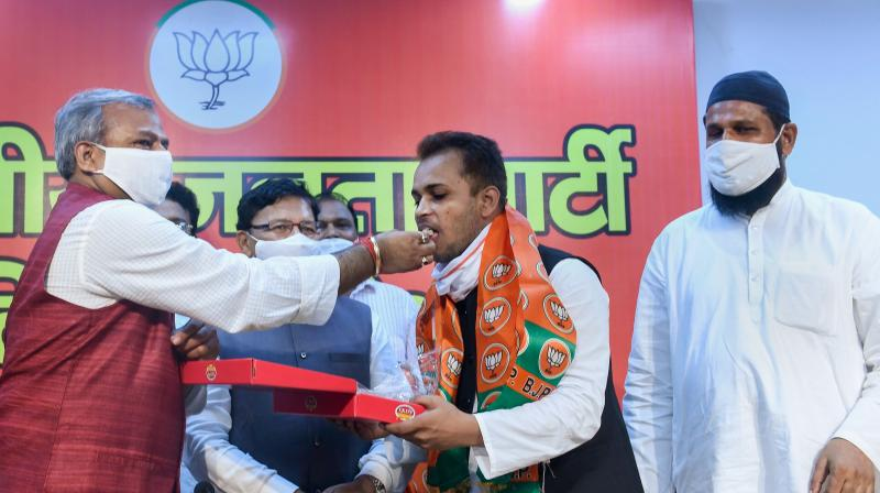 Prominent members of the Muslim community from Shaheen Bagh join BJP in the presence of Delhi BJP President Adesh Gupta, in New Delhi, Sunday.