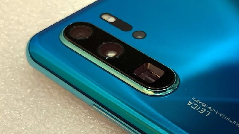 The P30 Pro also has a surprisingly good optical image stabilization that allows users to shoot with shaky hands and no tripod, even at full 50x zoom.