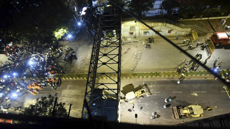 Without the signal at red, motorists would have passed under the bridge near the CSMT railway station. (Photo:PTI)