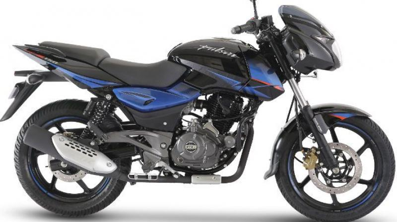 While other manufacturers resorted to increasing the price of their models due to the mandatory inclusion of ABS/CBS, Bajaj decided to offer a sporty motorcycle at an affordable price tag.