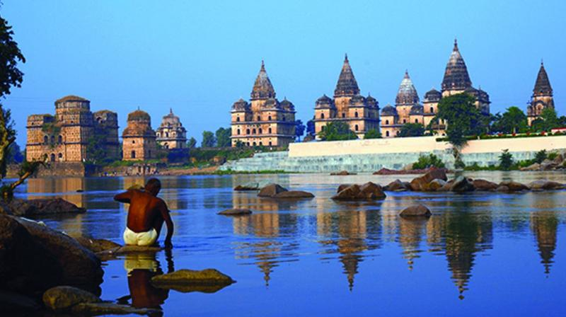 The massive but deity-less Chaturbhuj Temple reached by a steep flight of steps also dots the Orchha landscape.