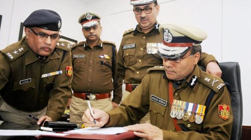 Delhi's new Commissioner of Police, Amulya Patnaik taking charge from his predecessor Alok Kumar Verma in New Delhi. (Photo: AP)