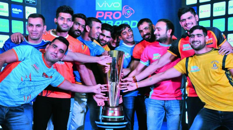 Captains strike a pose with the trophy on tournament eve. (Photo: Surendra Panishetty)