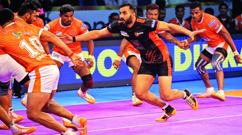 Anup Kumar opened U Mumba's account with a bonus point in the first minute.