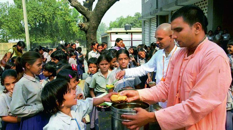 Daryaganj-based HMDAV senior secondary school principal R.K. Tiwari pointed out that the schools take the mid-day meal scheme as a burden rather than a responsibility.