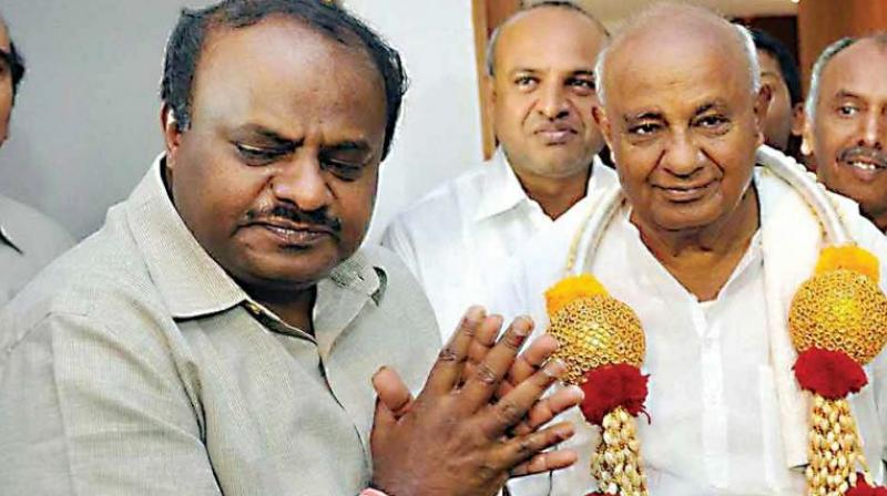 The Chief Minister met former MP and senior Congress leader Mallikarjun Kharge right before his village tour. (Photo: File)