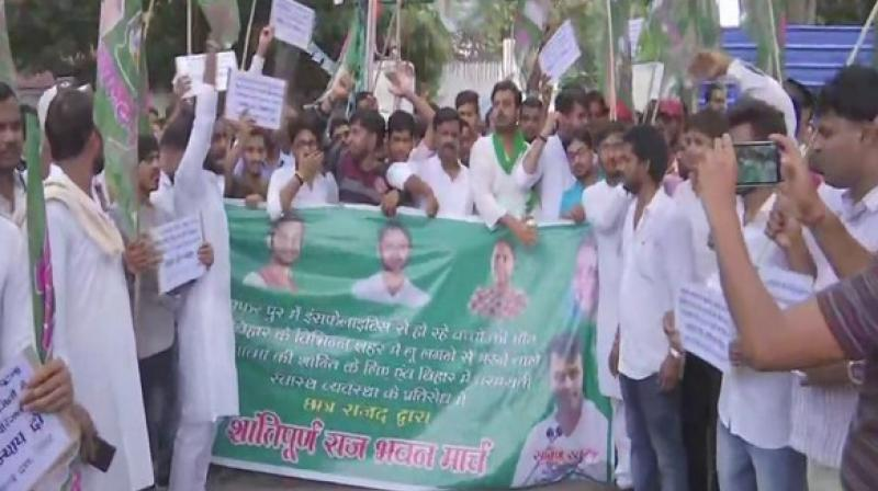 RJD student wing protests against Bihar government over