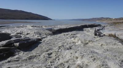 In this image taken on Thursday August 1, 2019 melt water flows into the fjord near Kangerlussaq in western Greenland. The heat wave that smashed high temperature records in five European countries a week ago is now over Greenland, accelerating the melting of the island's ice sheet and causing massive ice loss in the Arctic. (Photo: AP)