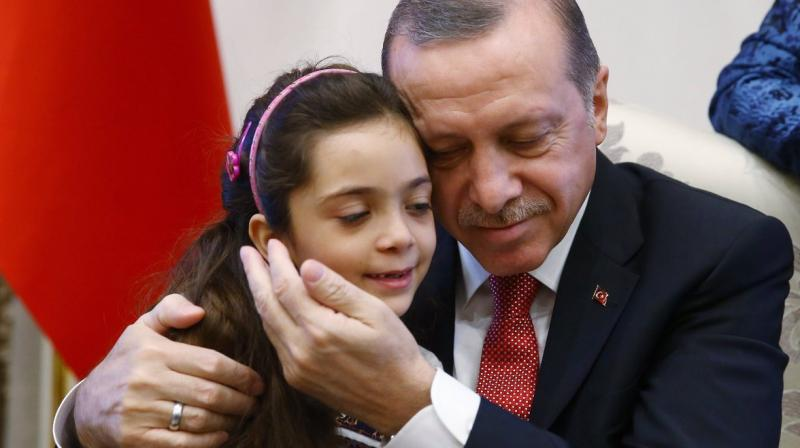 Bana al-Abed (left) with PM Erdogan. (Photo: Twitter   @RT_Erdogan)