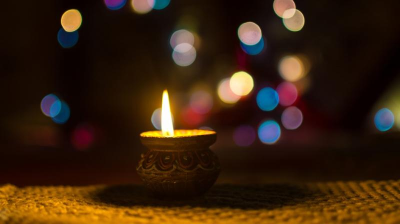 The idea of lighting up your house with diyas deems best when you take precautions to celebrate a safe festival. (Photo: Pixabay)