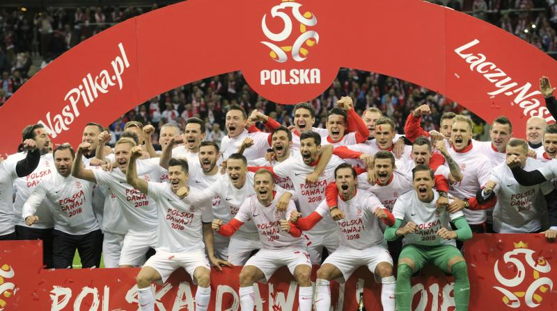 Poland national team players celebrate after qualifing for the finals in Russia. (Photo:AP)
