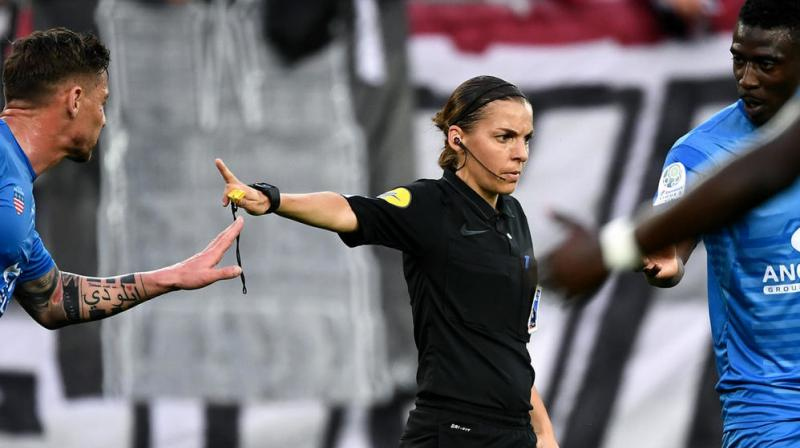 Juergen Klopp and Frank Lampard welcomed the appointment of female referee Stephanie Frappart for the match. (Photo: AFP)