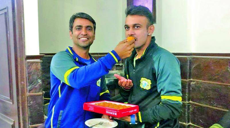 Former India stumper Ajay Ratra with Siddarth Kaul.