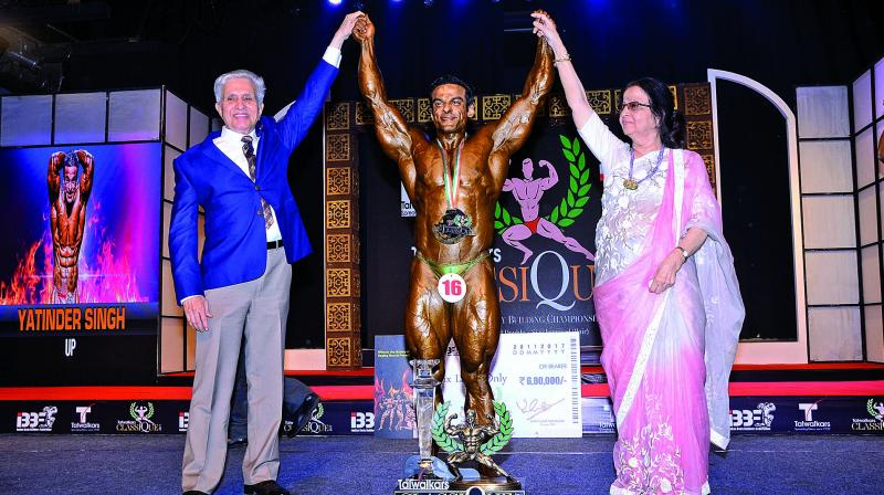 'Fitness Guru', octogenarian, Madhukar Talwalkar with former Mr. Universe, Premchand Degra, presented the winner a trophy and certificate of merit.