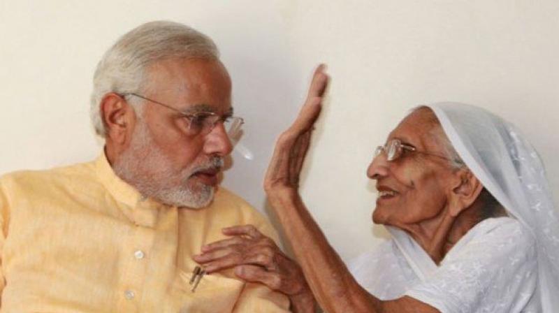 Narendra Modi and his mother Heeraben Modi. (Photo: Twitter   @kolkata24x7)