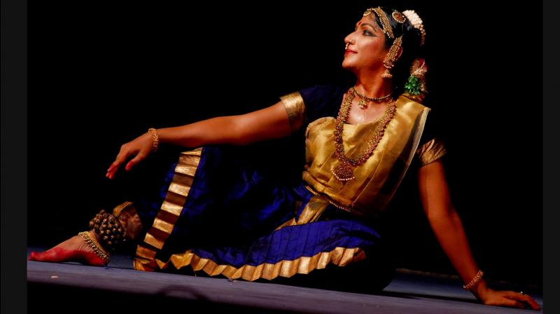 Being a Bharatanatyam dancer, Narthaki specializes in the Thanjavar-based Nayaka Bhava tradition and has become a known face associated with this dance form in India and abroad. (Photo: narthakinataraj.com)