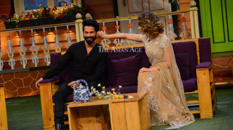 Shahid Kapoor and Kangana Ranaut were seen bonding with each other amid rumours of rift between them on Kapil Sharma's show to promote 'Rangoon'. (Photo: Viral Bhayani)