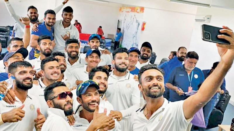 Jaydev Unadkat (right) takes a selfie with his Saurashtra teammates. DC Photo
