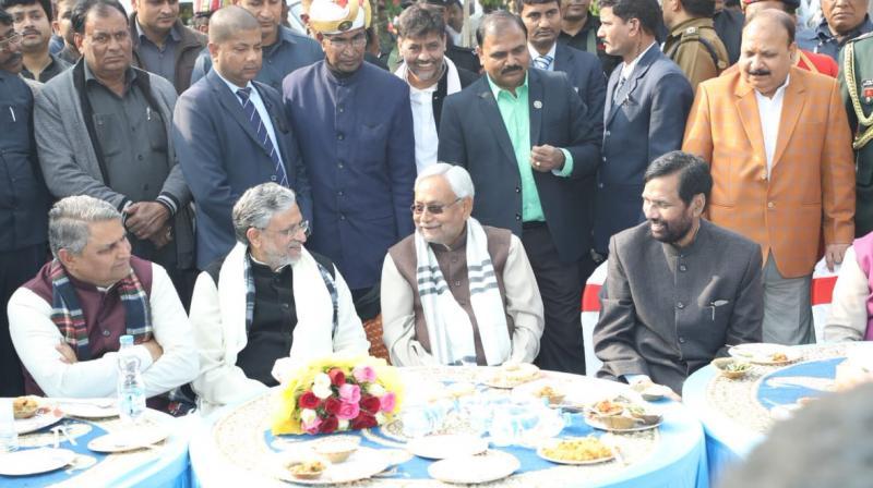 Bihar CM Nitish Kumar, his deputy Sushil Kumar Modi and Union minister Ram Vilas Paswan enjoy feast hosted by leaders of NDA constituents in display of unity. (Photo: Twitter | @SushilModi)