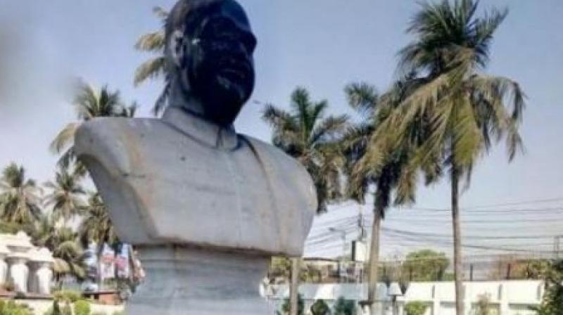 A bust of BJP icon Syama Prasad Mookerjee was blackened and its features smashed with a hammer in Kolkata's Keoratola crematorium. (Photo: ANI/Twitter)