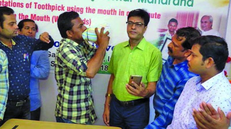 Manoj Kumar Maharana stuffs 533 drinking straws in his mouth.