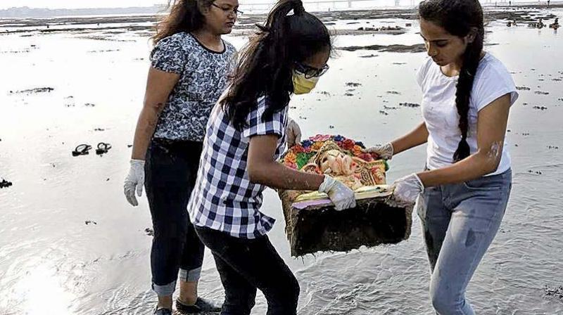 Dadar beach clean up organised by Beach Warrior.