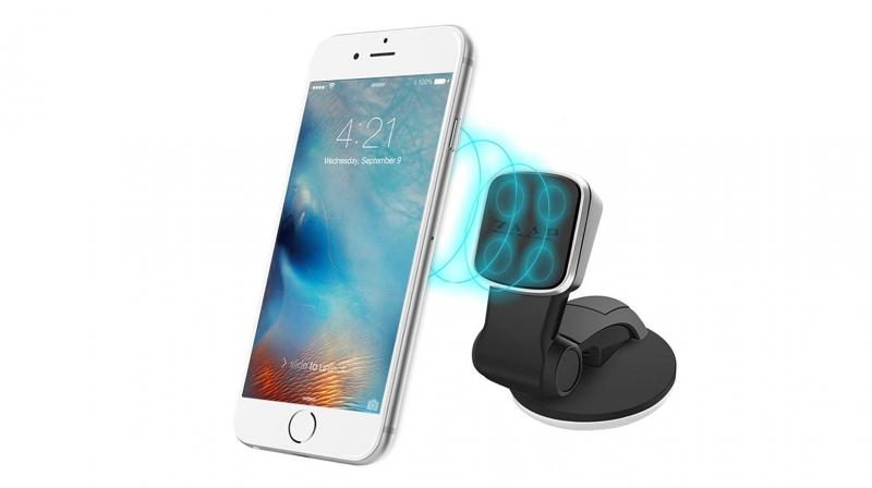 Quick Touch Three uses a traditional mobile holder which can hold mobile phones with a width of 2 to 3 inches.