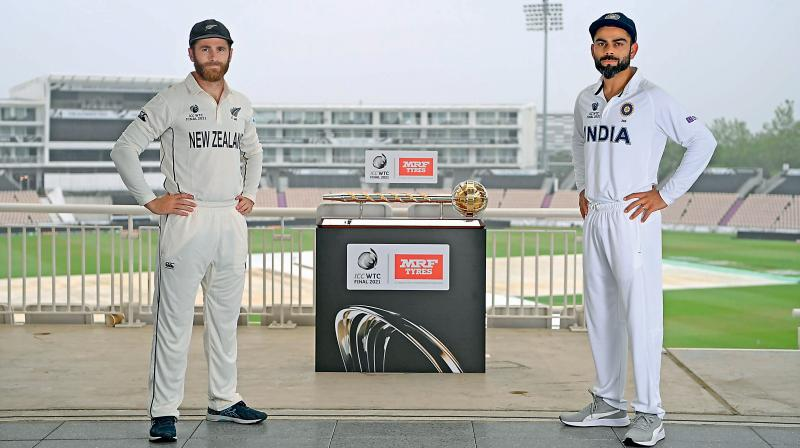 India captain Virat Kohli (right) and his New Zealand counterpart Kane Williamson pose with the World Test Championship trophy on the eve of the final in Southampton. (Photo: Deccan Chronicle)