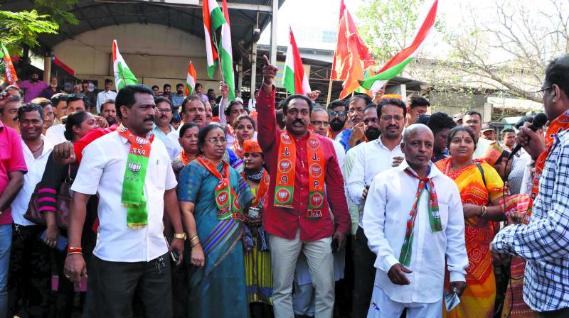 The protest march from Byculla railway station was led by the Colaba MLA Rahul Narvekar. (Photo: Asian Age)