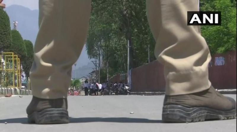 A score of students of Amar Singh College demonstrated against the rape of a minor and hurled stones at the security personnel. (Photo: ANI)