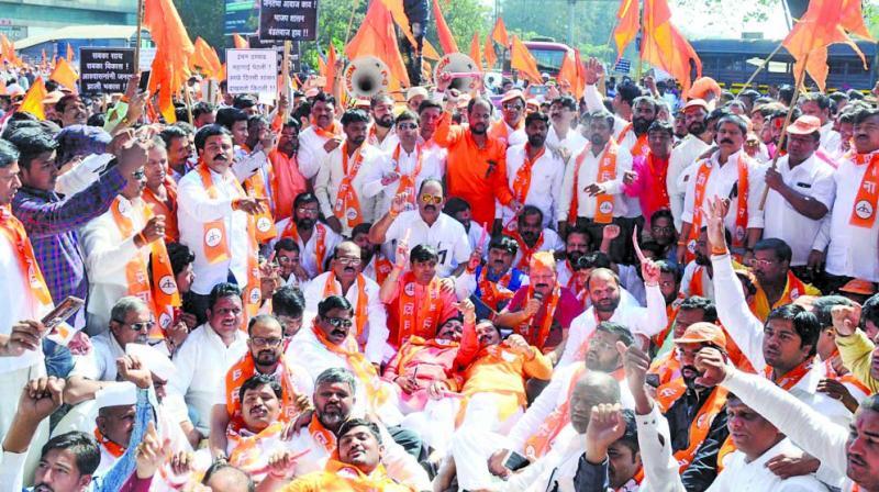 Sena's cadre protested in Nashik on Saturday.