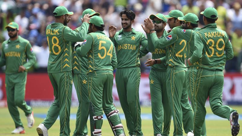 Pakistan team celebrate fall of England Wicket. (Photo: AP)