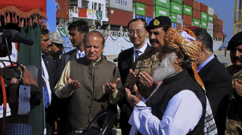 Pakistan's Prime Minister Nawaz Sharif and Army Chief General Raheel Sharif pray after inaugurating a new international trade route during a ceremony at Gwadar port. (Photo: AP)