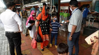 India records 30,570 COVID-19 cases, 431 deaths